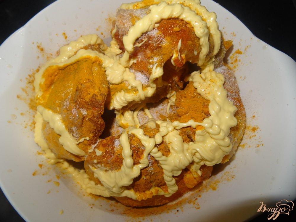 Фото приготовление рецепта: Куриные бедрышки запеченные в духовке шаг №3