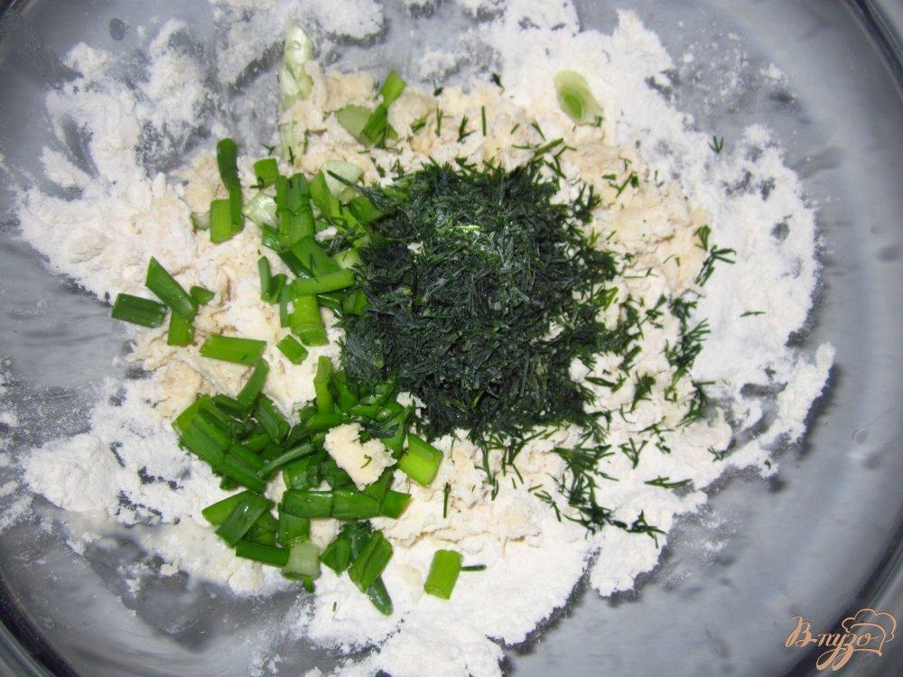 Фото приготовление рецепта: Коржики с зеленью шаг №2