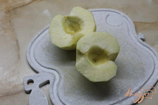 Оладьи с вареной сгущенкой и сладким яблоком