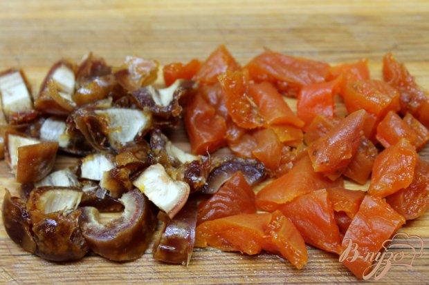 Салат с помело и сухофруктами