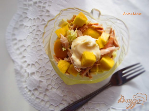 Салат с курицы и манго
