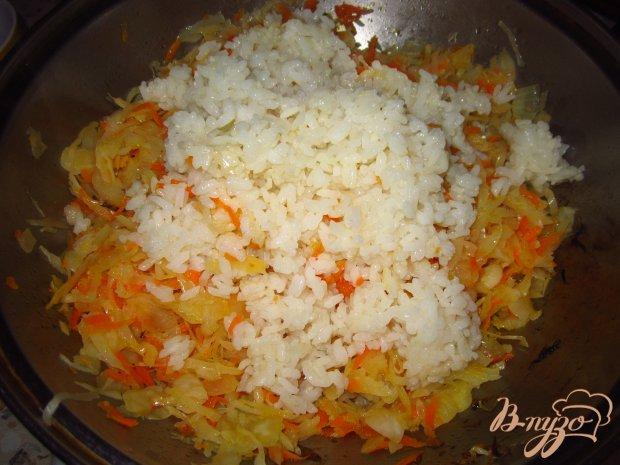 Рис с квашеной капустой и  томатом