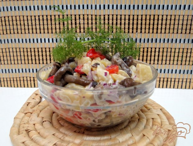 Салат с опятами и спаржевой фасолью