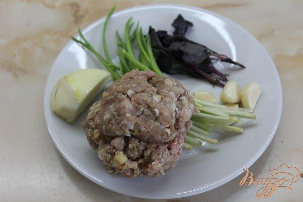 Свиные быточки с базиликом и соусом