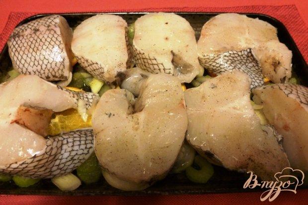 Макрурус,запеченный с апельсинами и сельдереем