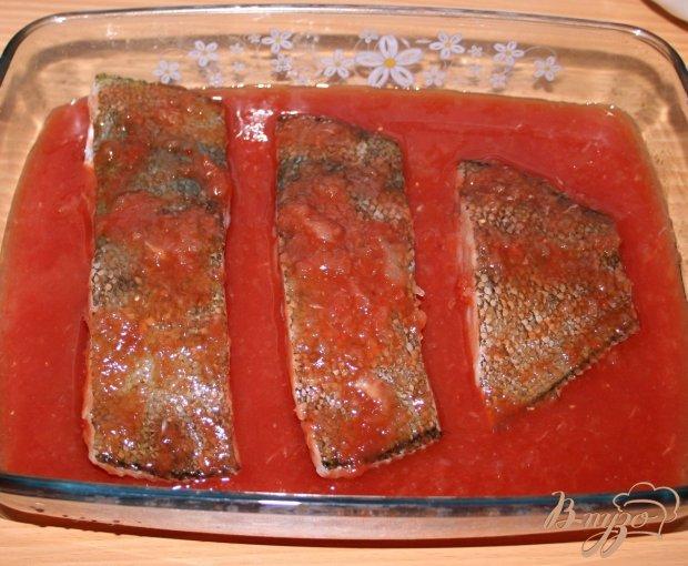Камбала, запеченная в соевом томатно-луковом соусе с картофельным пюре на гарнир