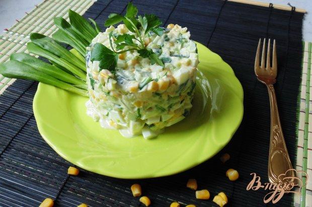 Салат из черемши с кукурузой.