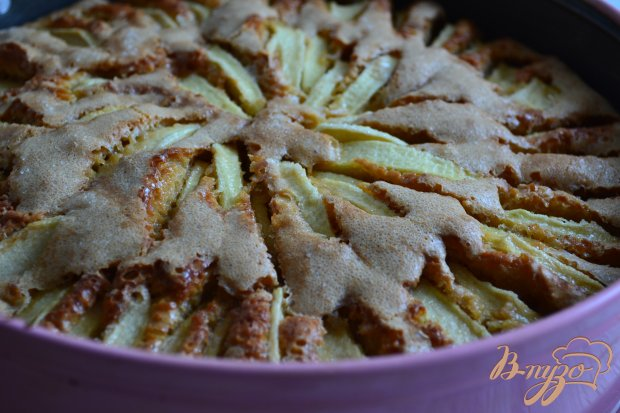 Арахисовая шарлотка с яблоками