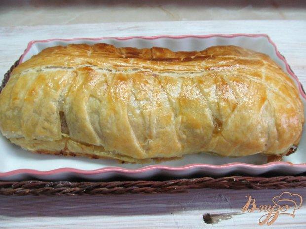 Пирог с мясной начинкой в слоеном тесте