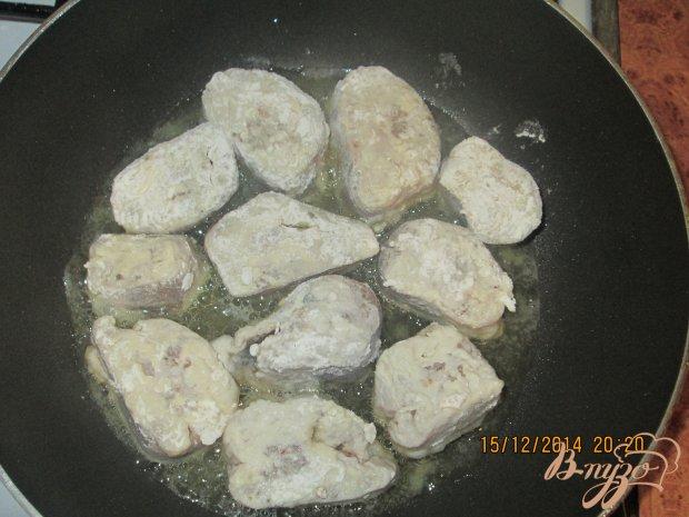 Хек с луком в сметанном соусе