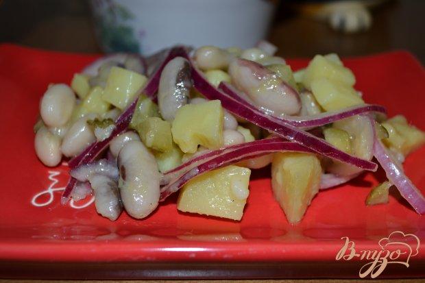 Витаминный салат из белой фасоли и красного лука