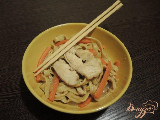 Домашняя яичная лапша с курицей и овощами