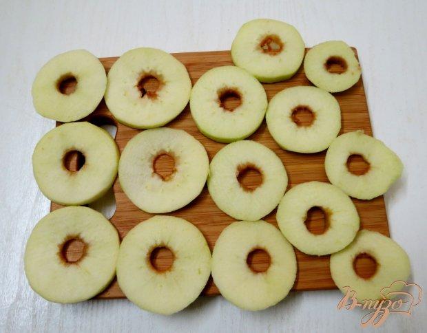 Яблочные кольца в тесте
