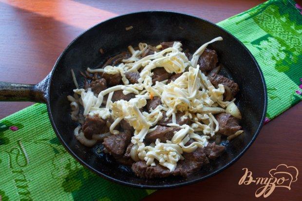 Говядина с плавленым сыром в духовке
