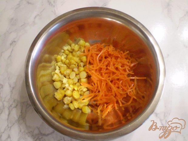 Салат к морковью и крабовыми палочками