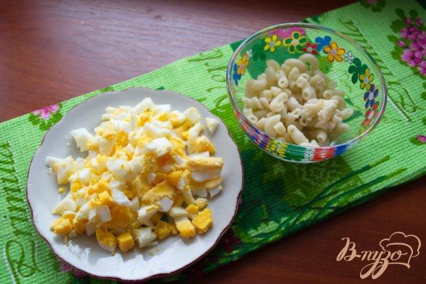Салат с сыром и сардинами