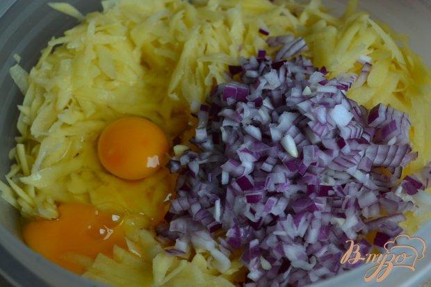 Картофельные рости с красным луком и сыром