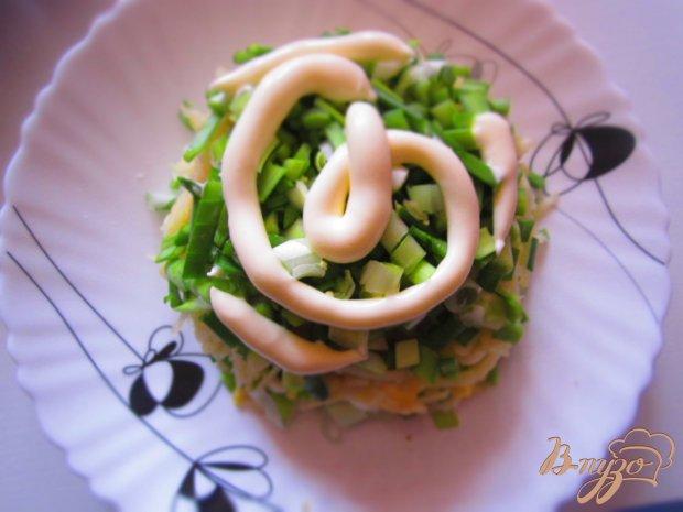 Салат с яйцом, орехами и яблоком