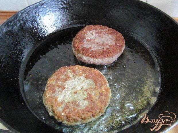 Гамбургер с салатом