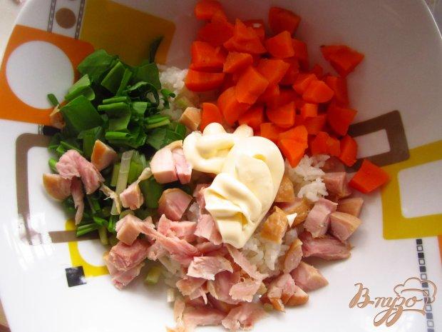 Салат с копченой курицей и черемшой
