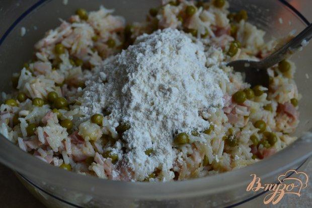 Рисовые котлеты с копченой курицей и горошком
