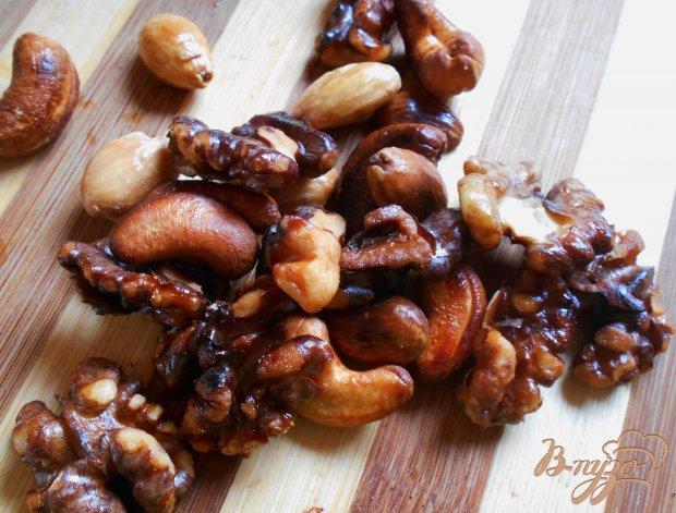 Свинина по-китайски с ореховой смесью в воке