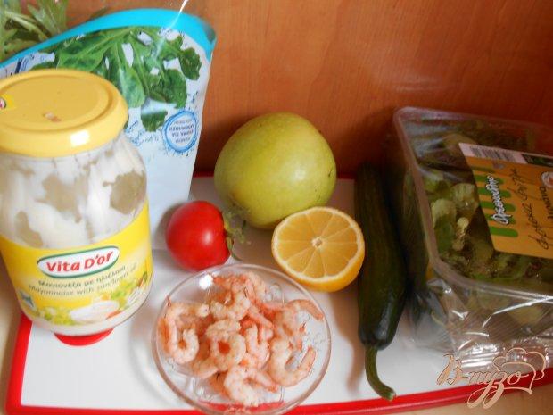 Рецепт Салат с креветками, яблоком и рукколой