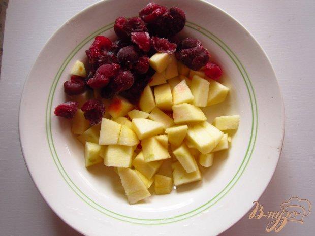 Рецепт Шарлотка с вишней и яблоками
