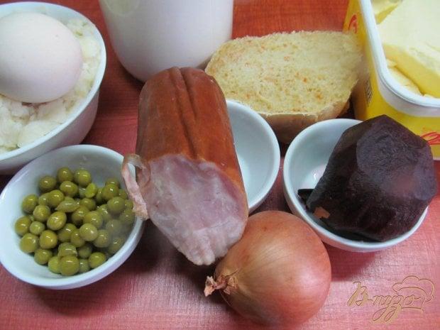 Картофельная запеканка с с ветчиной горошком и свеклой
