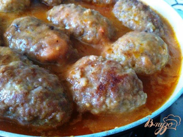 Зразы с яйцом и луком в томатном соусе