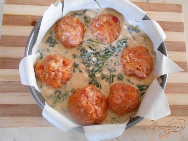 Пирог со шпинатом и мясными шариками