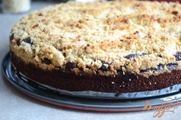 Шоколадный пирог с яблоками и штрейзелем