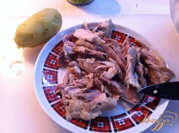 Овощной салат  с курицей.