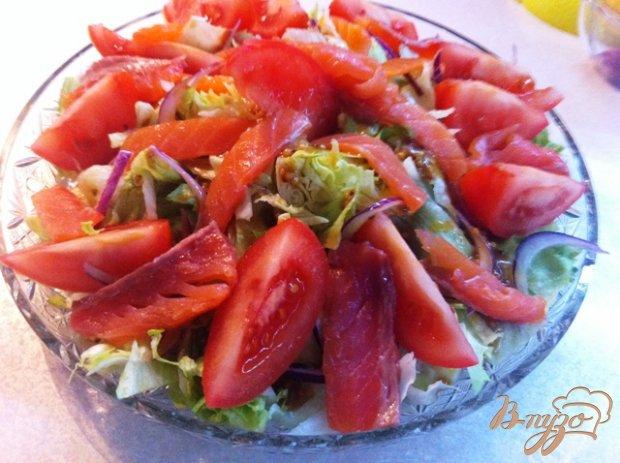 Салат овощной с подкопченной форелью