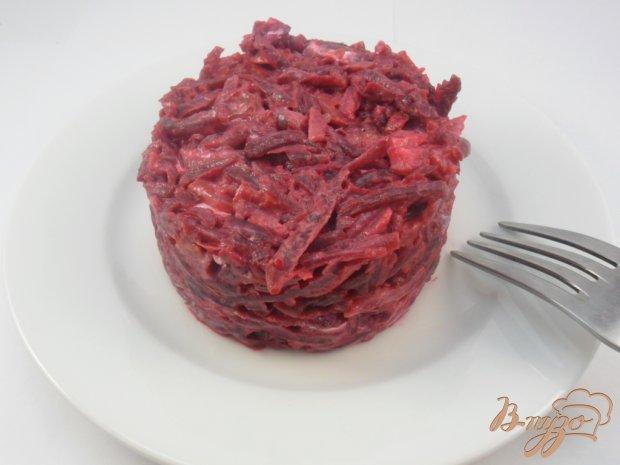 Свекольный салат с соленой рыбкой