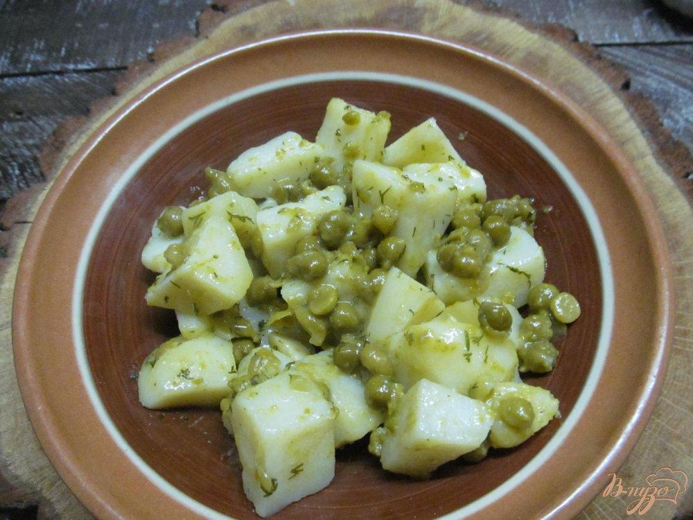 Фото приготовление рецепта: Картофель с горошком шаг №7