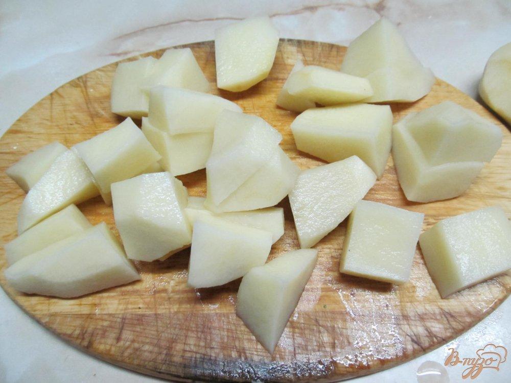 Фото приготовление рецепта: Картофель с горошком шаг №2