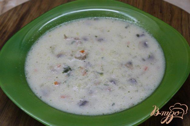 фото рецепта: Сливочный супчик с сыром грибами и курицей
