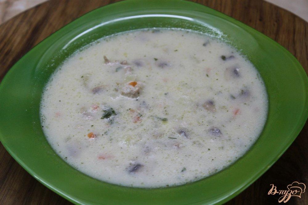 Фото приготовление рецепта: Сливочный супчик с сыром грибами и курицей шаг №10