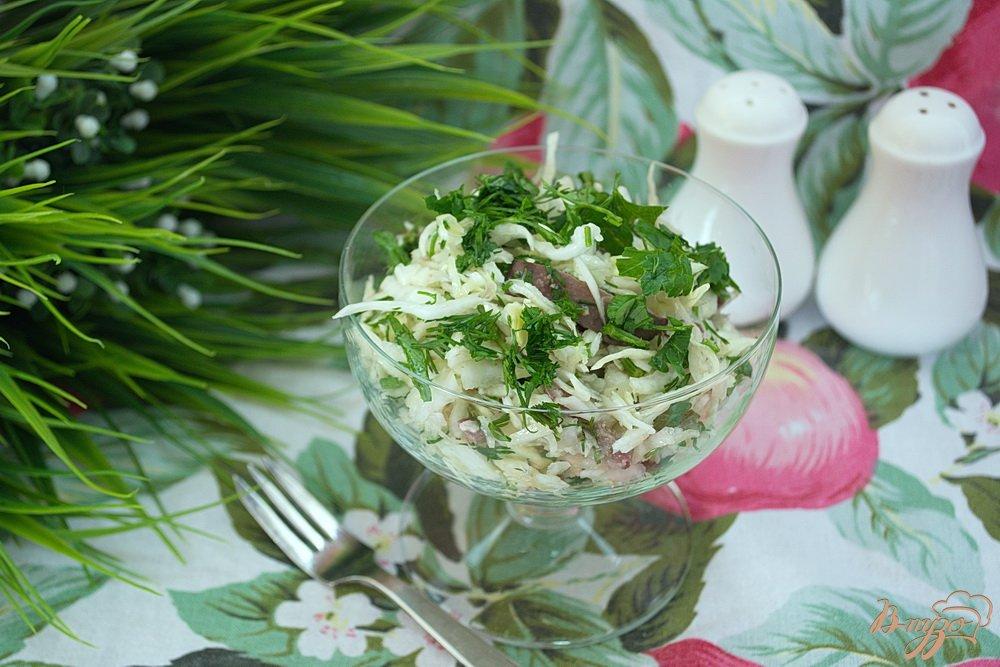 Фото приготовление рецепта: Салат с куриной печенью  и капустой шаг №3