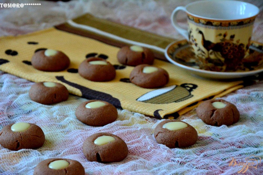Фото приготовление рецепта: Шоколадное печенье на дрожжах шаг №6