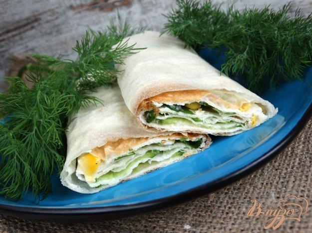 фото рецепта: Закуска из лаваша с огурцами и кукурузой