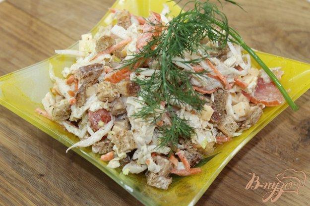 фото рецепта: Салат домашний с курицей и сухарями