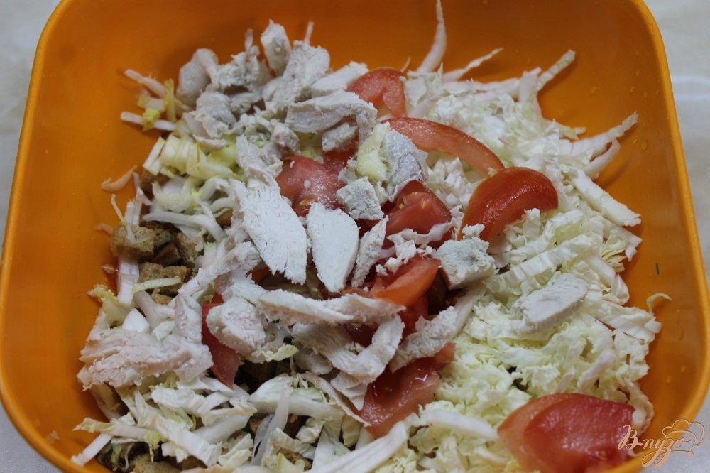 Фото приготовление рецепта: Салат домашний с курицей и сухарями шаг №4