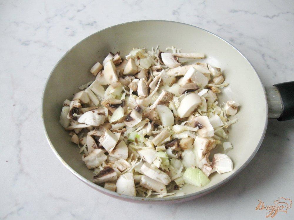 Фото приготовление рецепта: Суп-пюре из шампиньонов шаг №4