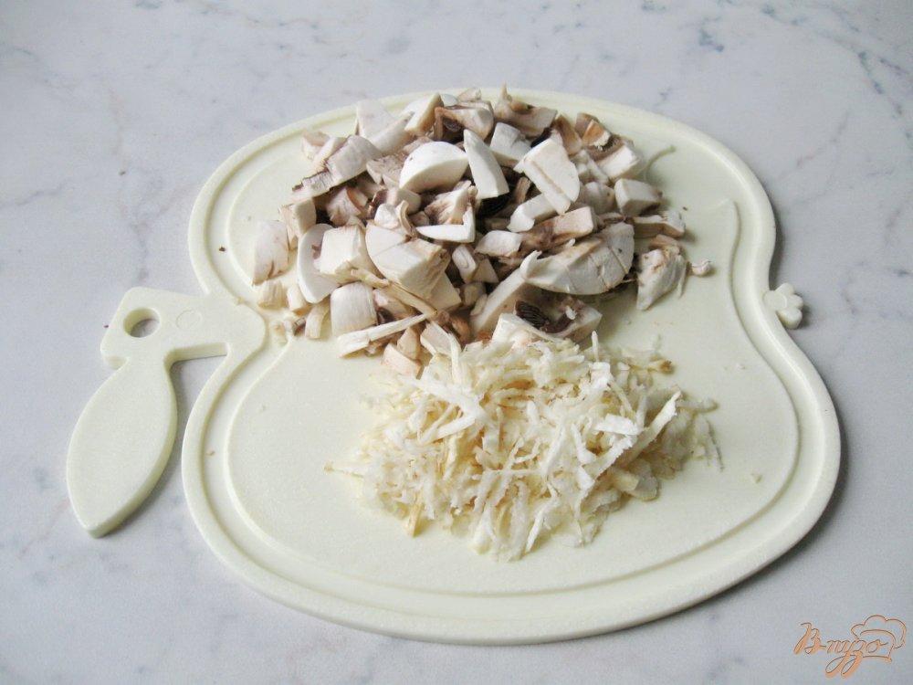 Фото приготовление рецепта: Суп-пюре из шампиньонов шаг №2