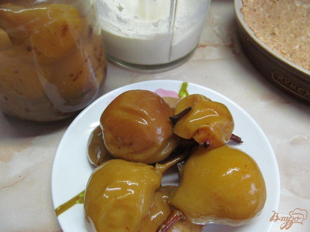 Фото приготовление рецепта: Пирог с пьяной грушей шаг №7