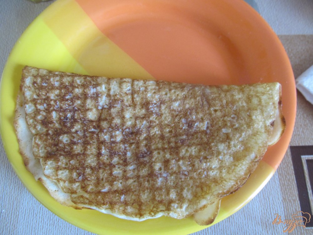 Фото приготовление рецепта: Блинчики с бананами и сгущенкой шаг №8