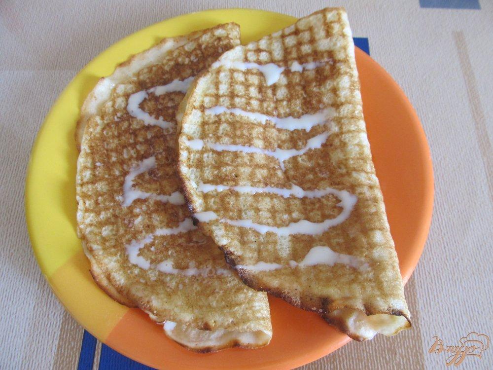 Фото приготовление рецепта: Блинчики с бананами и сгущенкой шаг №9