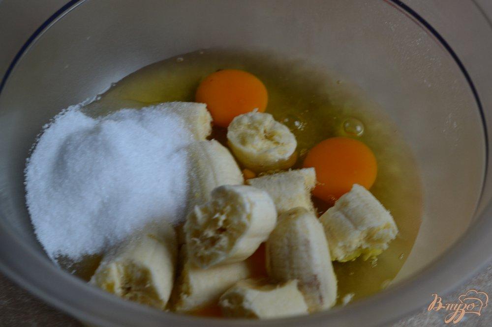 Фото приготовление рецепта: Шоколадно-банановые блины с овсом шаг №3